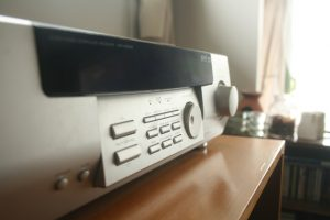 耳に付くような高い音や低い音の音楽はNG