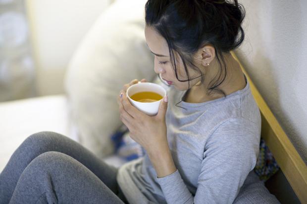 眠る前に温かい飲み物を飲む