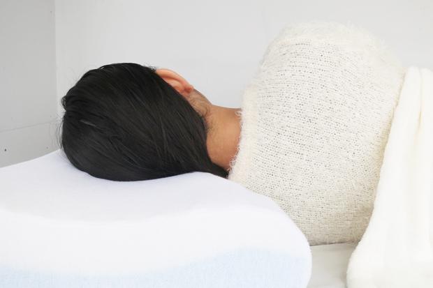 枕と首に隙間があってはいけない