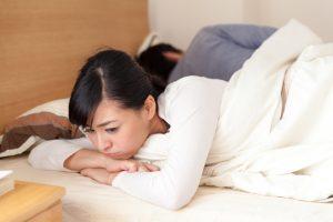 イライラして眠れない!PMS(月経前症候群)の不眠症状と対策
