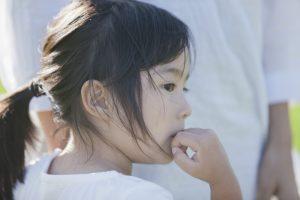 【子供の不眠症】夜に寝れない睡眠障害の原因と6つの対策