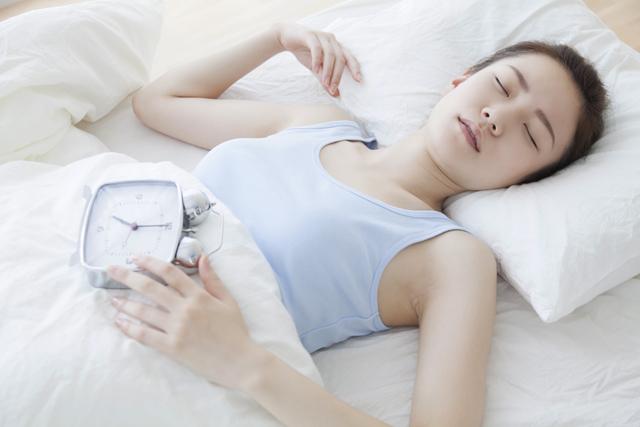 人はなぜ昼に眠くなるのか?