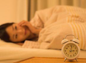 夜中にイライラして眠れない原因とすぐできる解消法15選!