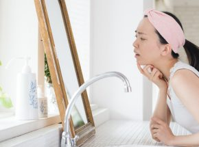 なぜ睡眠不足だとニキビができるのか?原因と5つの対策