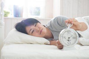 レム睡眠行動障害の症状とは?