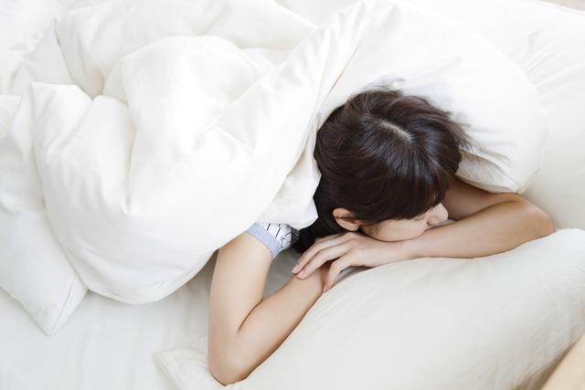 大人でも欧米人に多い「うつぶせ寝」