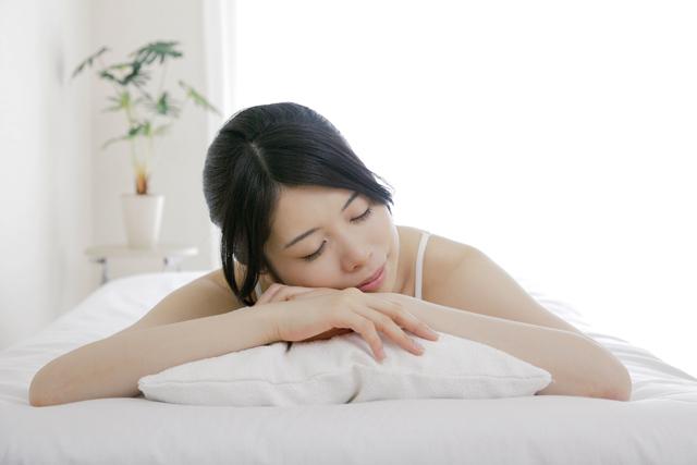 そもそも人は寝ないとどうなるのか?長時間眠らない影響とリスクは?