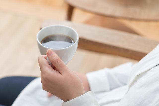 寝る前に飲んではいけないカフェインを含む飲み物