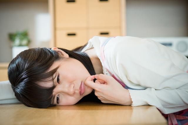 睡眠中に食べてしまう睡眠関連摂食障害はダイエットのせい?原因と治し方