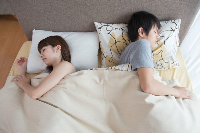 横向きで寝る