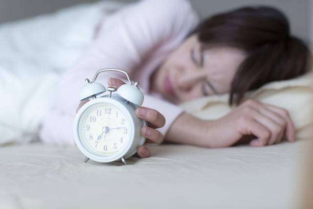 睡眠不足と高血圧の関係 寝不足が高血圧につながる原因とは?