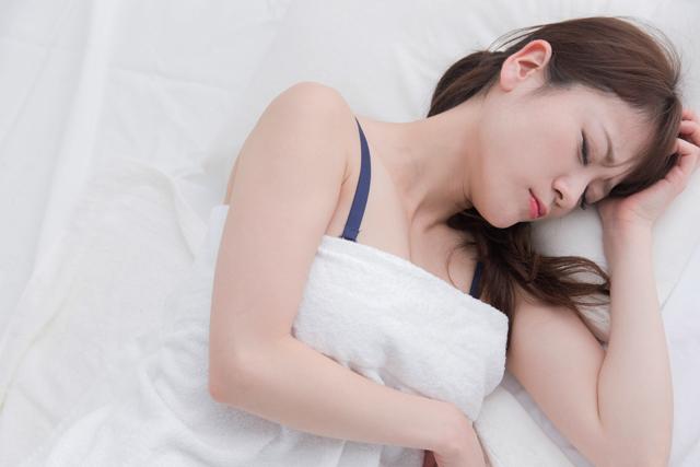 悪夢が続いて眠れない!原因別すぐできる対策と専門の治療法とは?