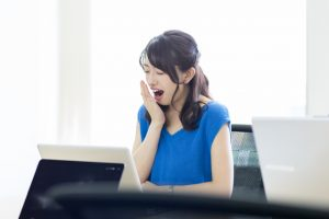 【眠気覚ましの秘策】昼間の眠気をタイプ別で解消する!