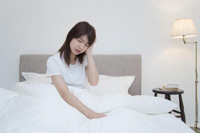 あなたの寝起き頭痛はどのタイプ?主な3種類の原因とチェックリストで対策