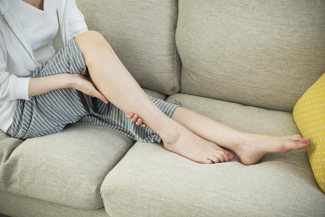 眠り方でむくみが改善するって本当?原因とすぐできる対策9選!