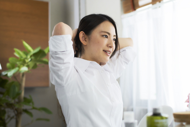 ハチミツを寝る前にスプーン1杯ほど摂ることで、ダイエットに有効な成長ホルモンの分泌を促したり、脳をリラックスさせることで睡眠の質を上げることができます。