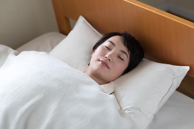 シルクのパジャマが睡眠にもたらすメリット