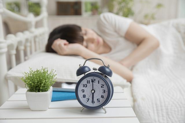 睡眠時間が長い人、短い人