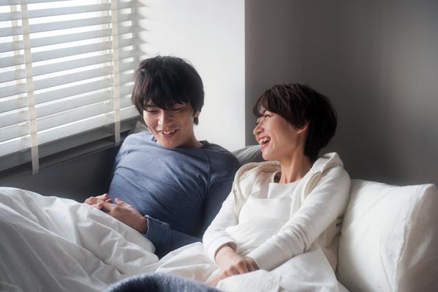 寝る時のベッドは夫婦一緒と別どっちがいい?メリットとデメリット