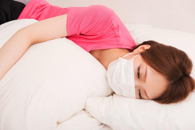 寝るときにはマスクをするべき!?その効果とおすすめマスク
