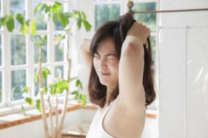 朝に顔や足がむくむ7つの原因とは?すぐできる解消法8選!