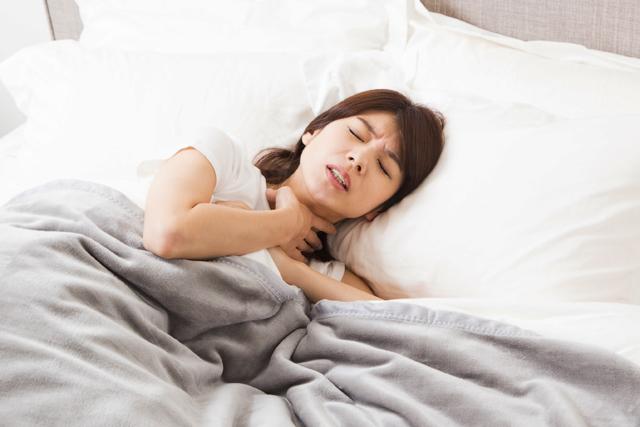 息苦しくて眠れないのは病気かも?原因と対処法まとめ