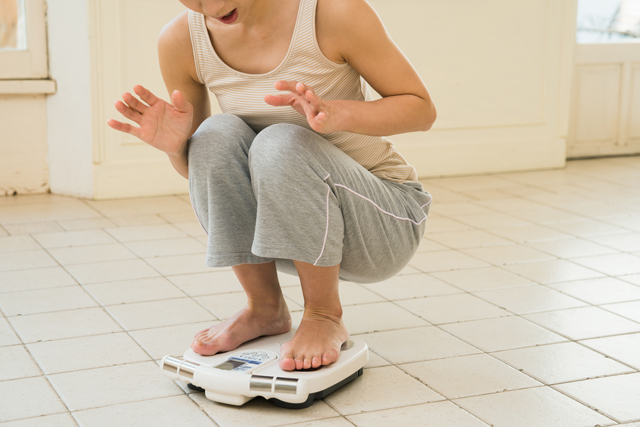 寝不足になると食べてなくても太りやすくなる理由