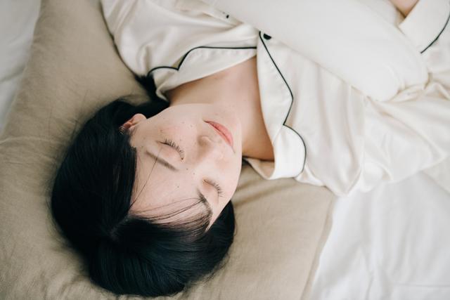 寝不足になるとドカ食いをしたくなるのはその人の意志が弱いというだけが問題なのではありません。