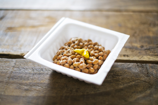 納豆にはトリプトファンという成分が含まれています